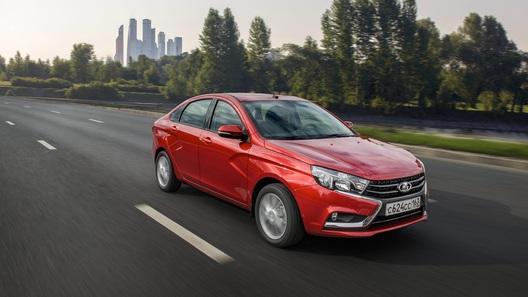 «АвтоВАЗ» начал отгрузки посредникам седана Vesta вкомплектации Luxe